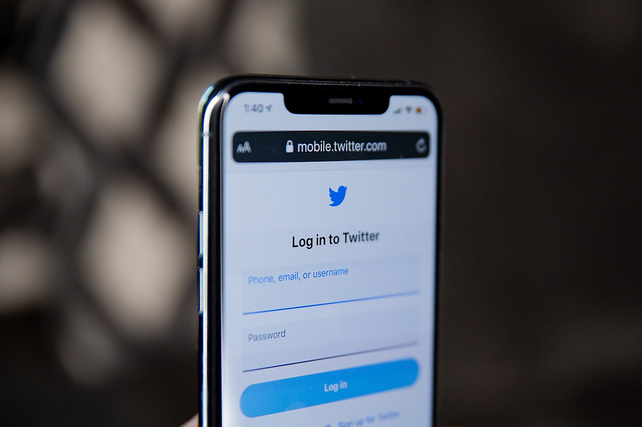 Twitter shuts down threaded replies, prototype twttr app